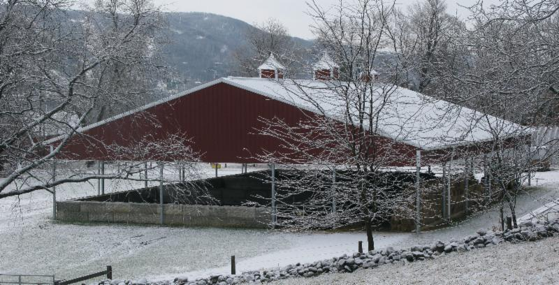 vernon valley farm – open sided barn in snow