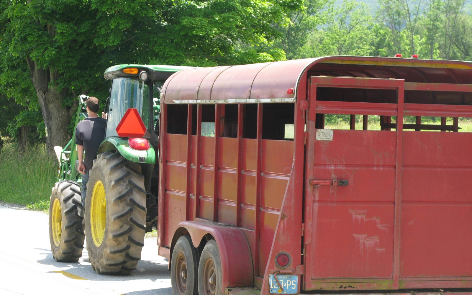 vernon valley farm - tractor and trailer